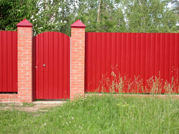 Забор из профнастила под ключ